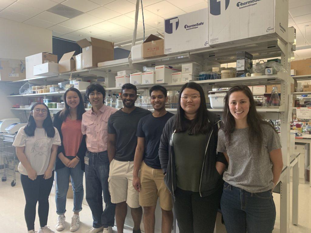 Suzuki Lab members in Suzuki Wet lab space